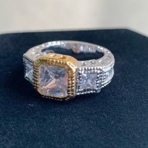 Women's silver & gold tone ring w/clear stone 8